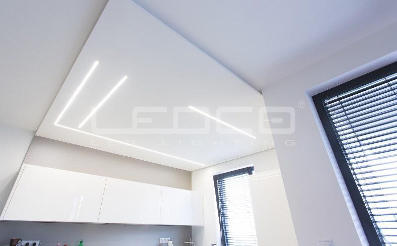 Minimalistický dizajn a LED líniové osvetlenie v byte
