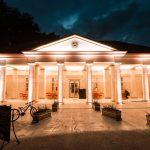 Osvetlenie exteriéru budovy bývalého biskupského hostinca v mestskom parku na Sihoti v Nitre s RGB LED svietidlami