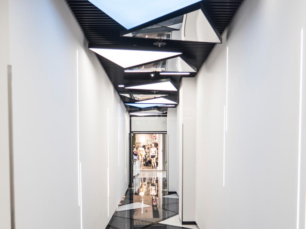 Unikátne LED stropné svietidlá v obchodnom dome