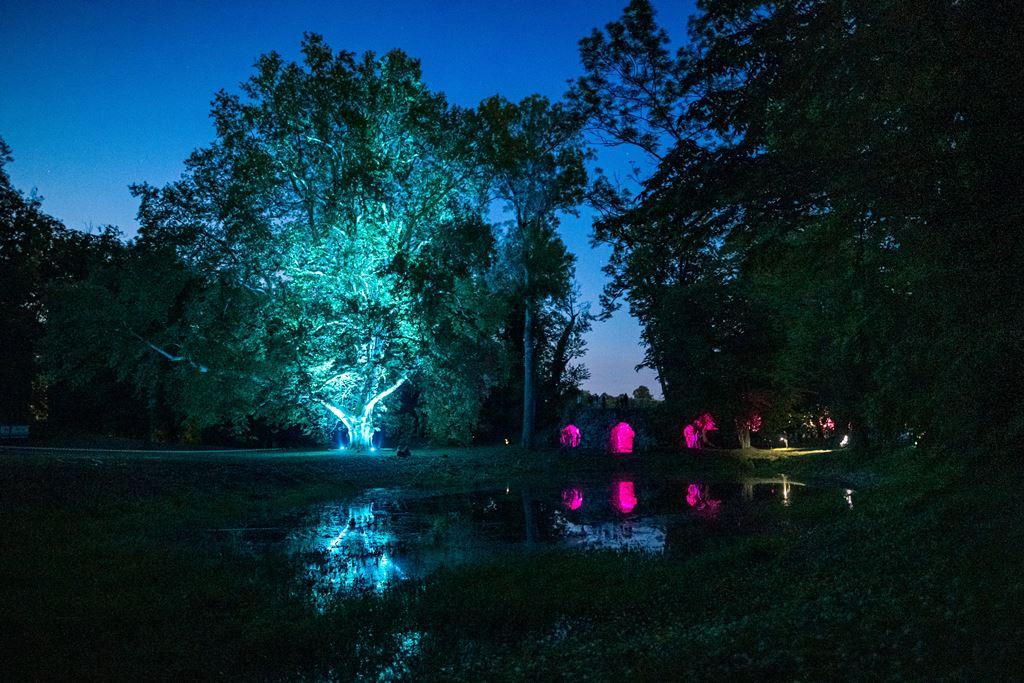Osvetlenie kaštieľa a záhrady LED svietidlami