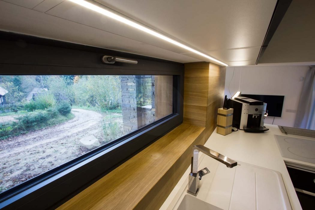 LED pás v kuchynskej linke