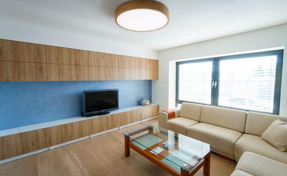 Drevené LED svietidlo v obývačke, woodLED, Trilum