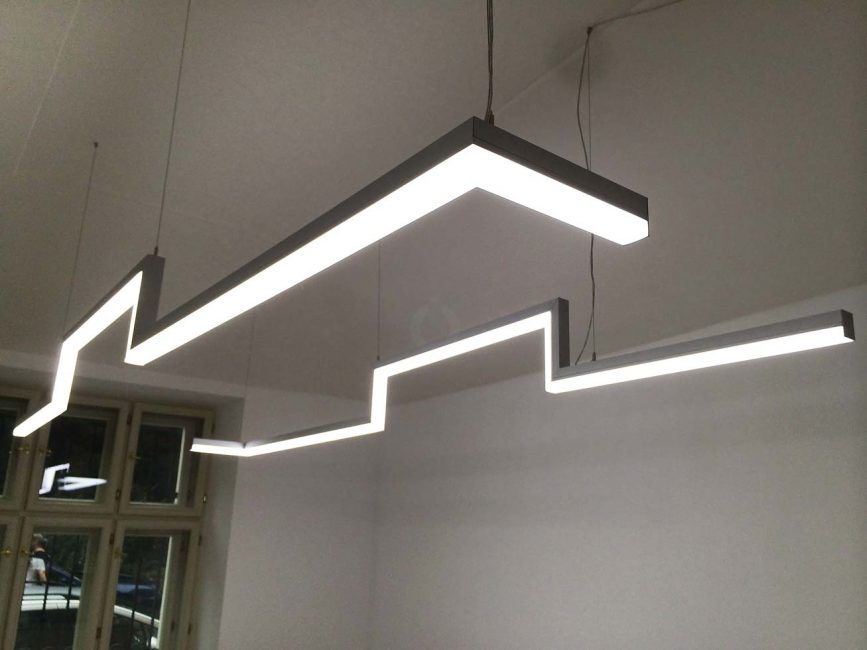 LED line lamp in an office