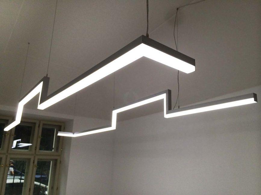 LED liniové svítidlo v kanceláři