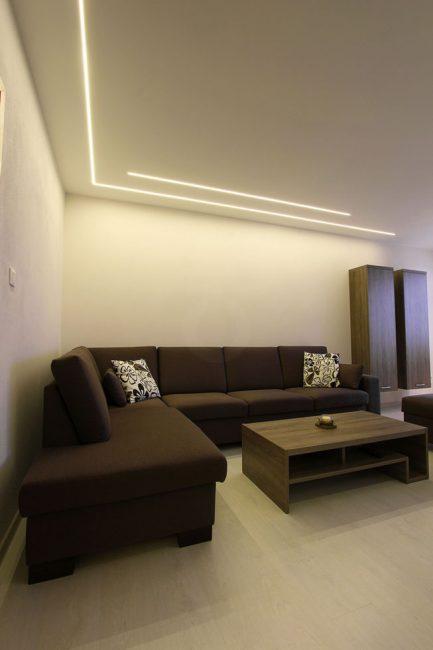 Líniové LED osvetlenie v obývačke