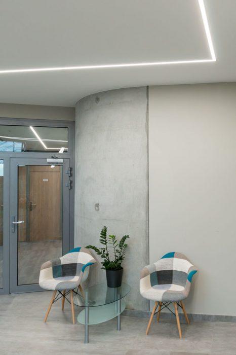 líniové osvetlenie chodby, LED profily na chodbe, LED osvetlenie administratívy, osvetlenie vstupnej haly