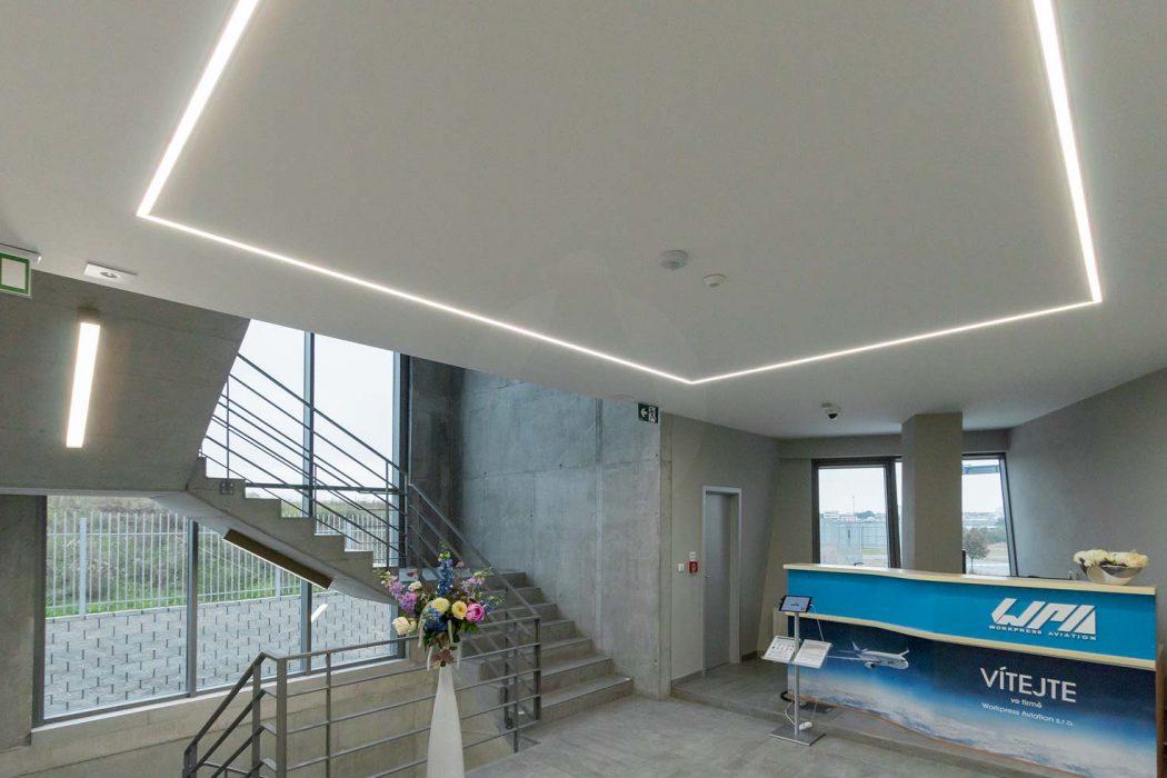 líniové osvetlenie chodby, LED profily na chodbe, LED osvetlenie administratívy, osvetlenie vstupnej haly, LED svietidlá na schodisku