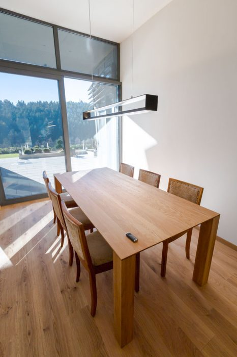 pendant lamp for dining room, chandelier above the table, modern lamp in dining room