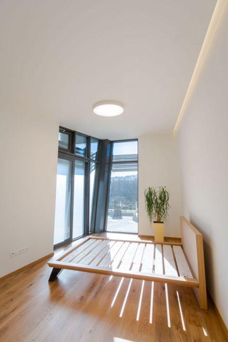 osvetlenie izby, moderné svietidlo, kruhové svietidlo, led v sadrokartóne