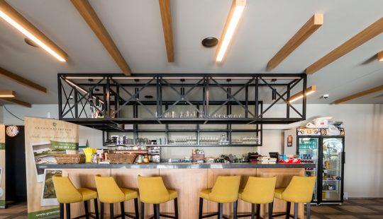 drevené svietidlá v reštaurácii, LED v kaviarni, woodLED Linus, Trlum
