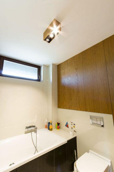 woodLED Spot v kúpelni, bodové drevené svietidlo v kúpelni