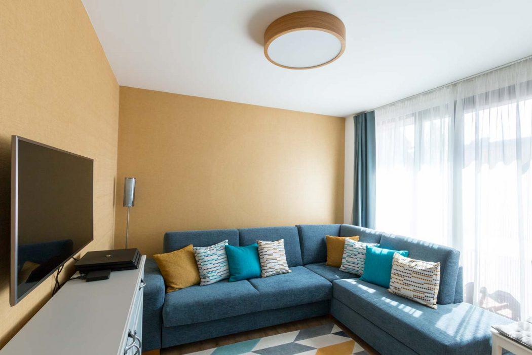 drevené svietidlo v izbe, woodLED Round, Trilum