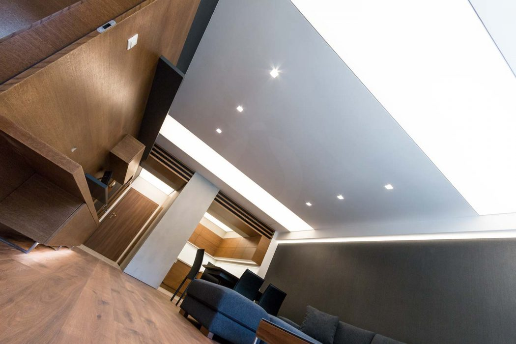 Light ceiling in a suite, frameless lamps, Trimless Deltalight