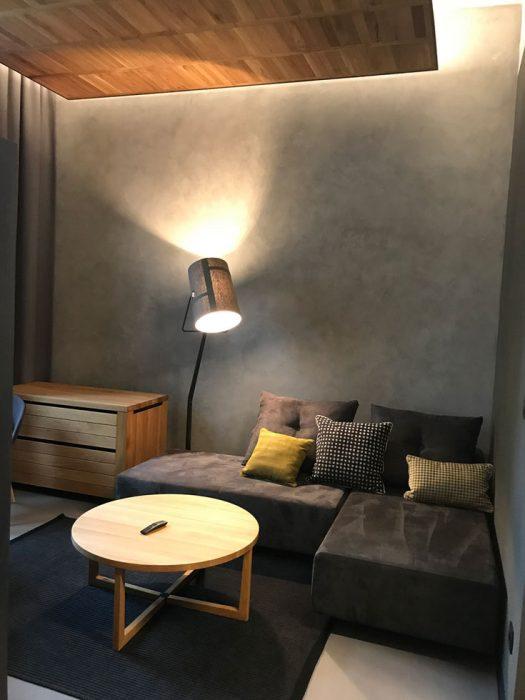stojanová lampa Foscarini, osvětlení v obývacím pokoji
