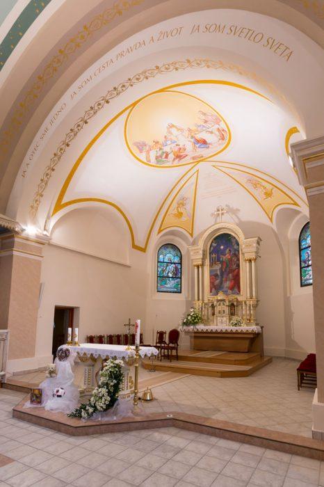 LED osvětlení kostela, inetriérové osvětlení kostela, DALI led svítidla, částečná renovace osvětlení kostela
