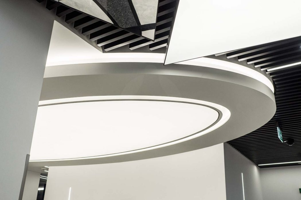Light Barrisol ceiling in the shopping center