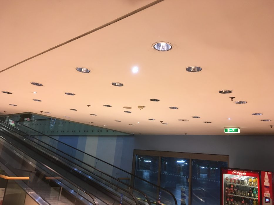 improper lighting of the shopping center, bad lights in the ceiling