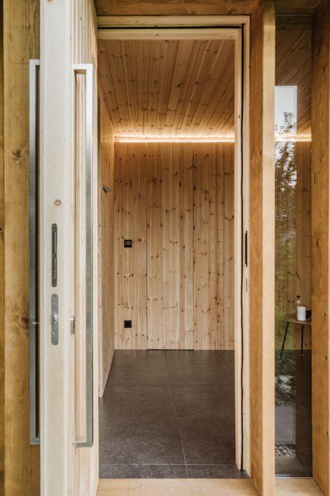 Drevený interiér v saune